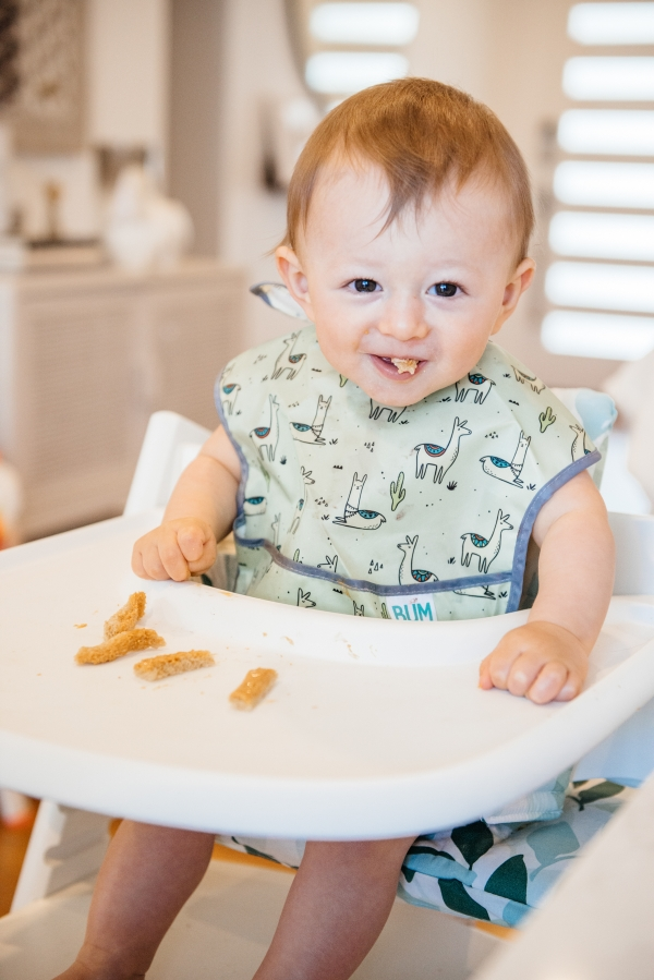 BABY FEEDING TIPS: BABY CEREAL, PUREE, AND BABY LED WEANING stokke high chair kimberly lapides eatsleepwear