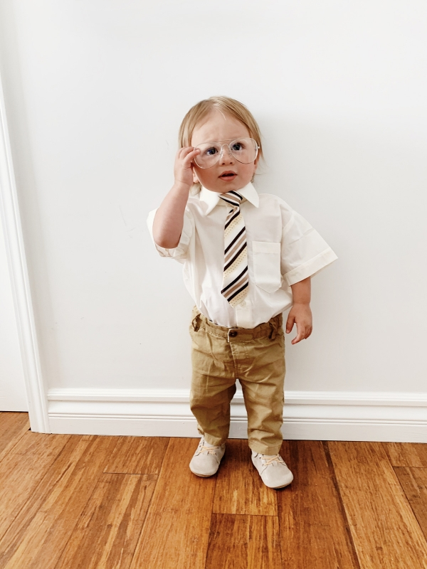 Kimberly Lapides of eatsleepwear sharing a DIY Dwight Schrute from The Office Show Halloween costume featuring freshly picked, pippa and julie and amazon.