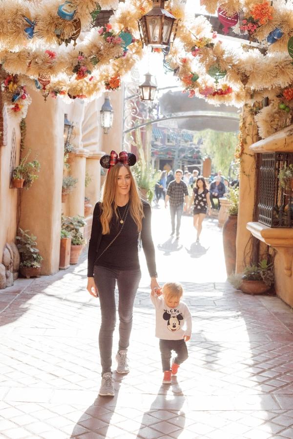 eatsleepwear kimberly lapides The holidays at Disneyland Resort