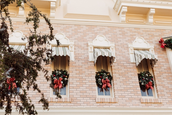 eatsleepwear kimberly lapides The holidays at Disneyland Resort at main street usa holiday decor