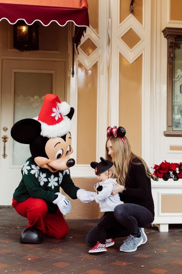 eatsleepwear kimberly lapides The holidays at Disneyland Resort at main street usa holiday decor Mickey Mouse character meet and greet