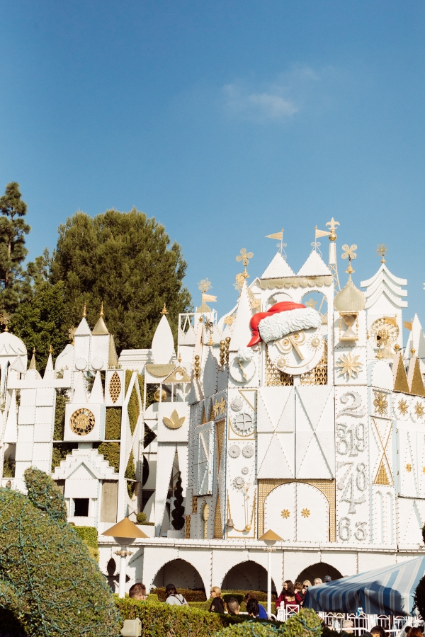 eatsleepwear kimberly lapides The holidays at Disneyland Resort at main its a small world