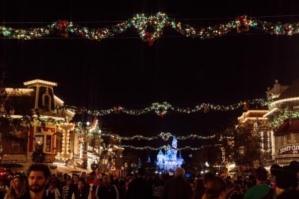 eatsleepwear kimberly lapides The holidays at Disneyland Resort holiday decor and main street usa christmas tree at night