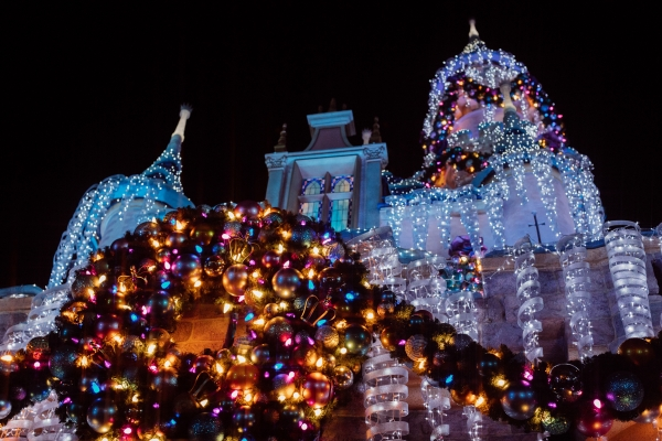 eatsleepwear kimberly lapides The holidays at Disneyland Resort holiday decor and main street usa sleeping beauty