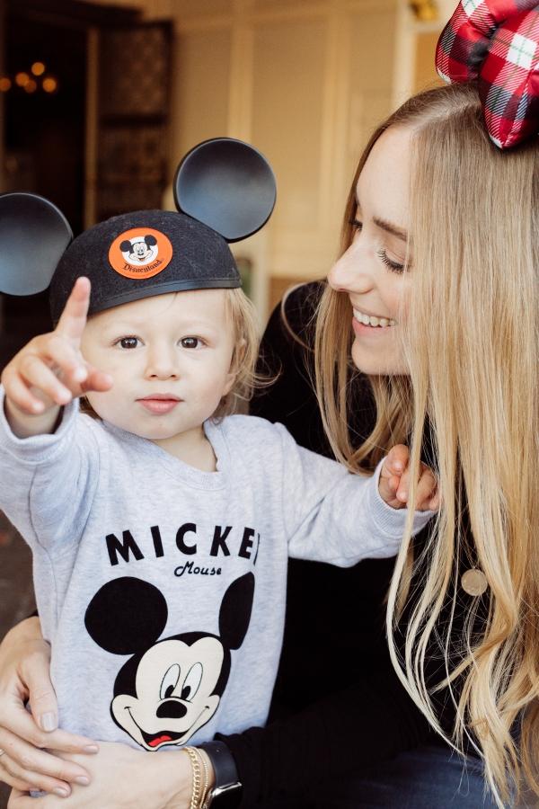 eatsleepwear kimberly lapides The holidays at Disneyland Resort holiday decor main street usa