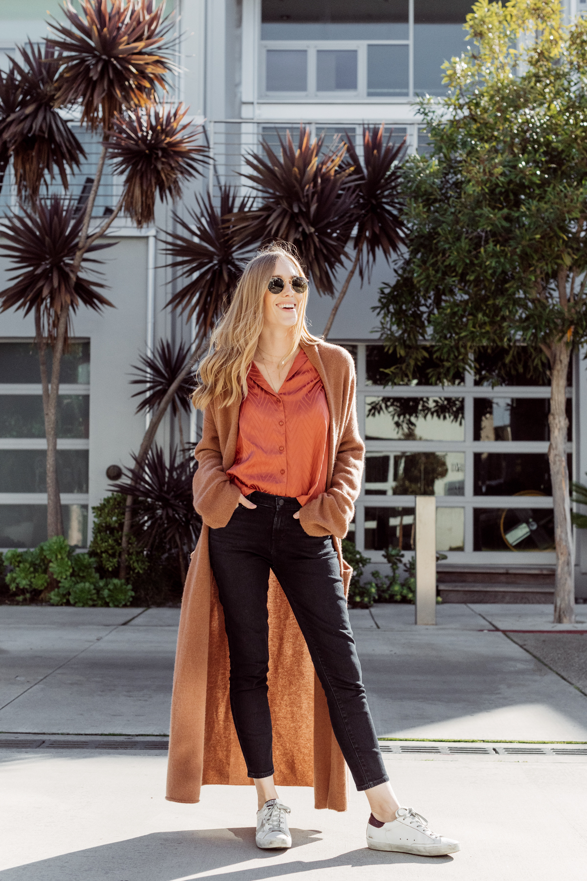 Kimberly Lapides from eatsleepwear wearing a casual mom on the go outfit wearing naked cashmere, jbrand, astr the label, golden goose and ray-ban.