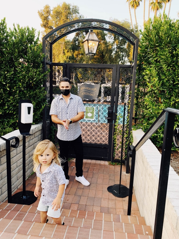 eatsleepwear goes on a family trip with toddler to Rancho Bernardo Inn showing father and son and covid safety protocols